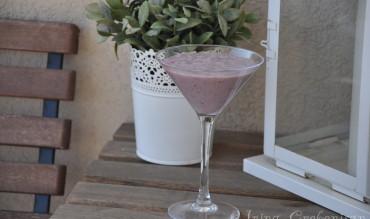 Shake – smoothie cu fructe de padure si banana